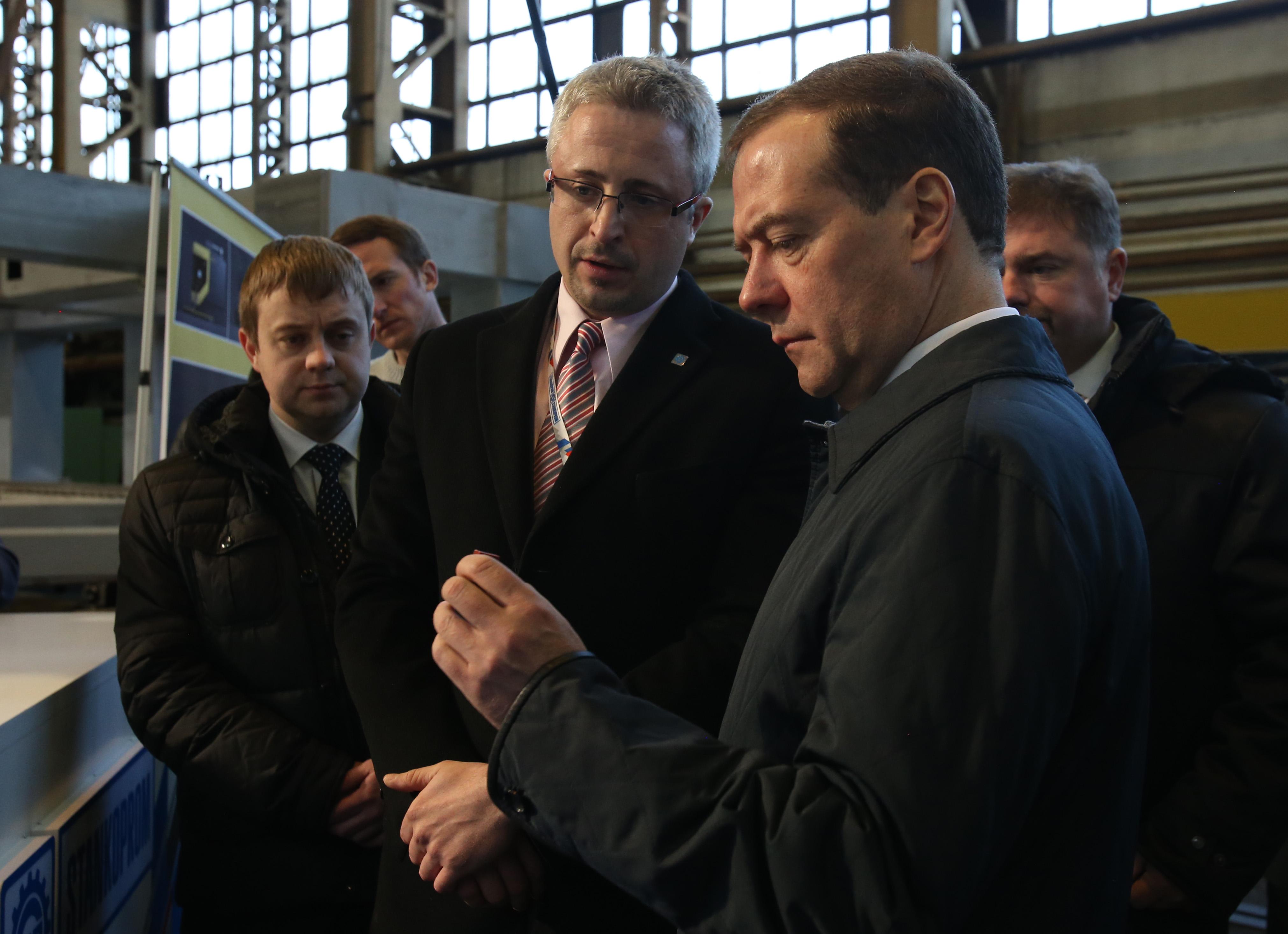 Дмитрий Косов представил премьер-министру Дмитрию Медведеву отечественный 3-D принтер Альфа-2